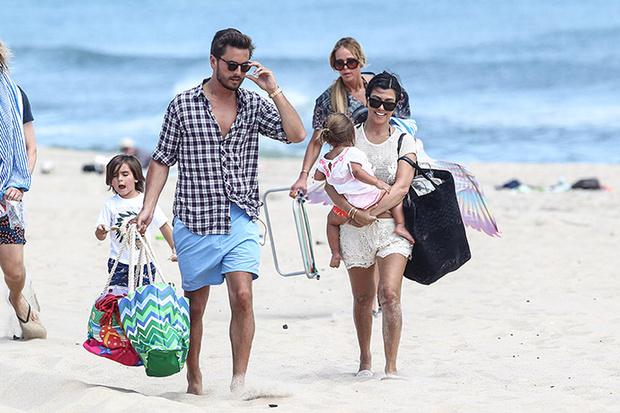 Кортни Кардашьян с супругом Скоттом Дисиком и детьми фото
