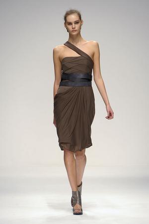 Показы мод Amanda Wakeley Весна-лето 2011 | Подиум на ELLE - Подиум - фото 2579
