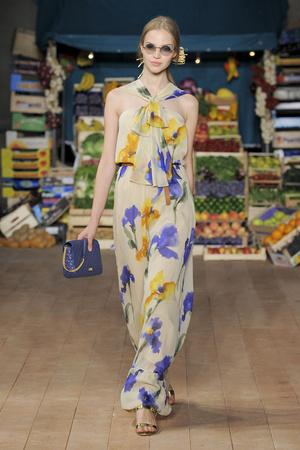 Показ Moschino Cheap & Chic коллекции сезона Весна-лето 2012 года prêt-à-porter - www.elle.ru - Подиум - фото 303999