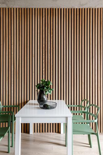 Лаконичная квартира с бетонным потолком и деревянными стенами 71 м² (фото 7.1)