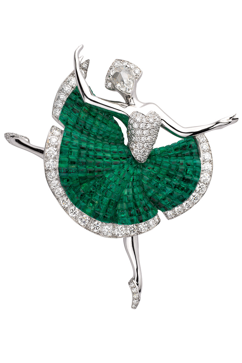 Брошь Héloïse, белое золото, изумруды, бриллианты, коллекция Ballet Précieux, Van Cleef & Arpels, бутики Van Cleef & Arpels.