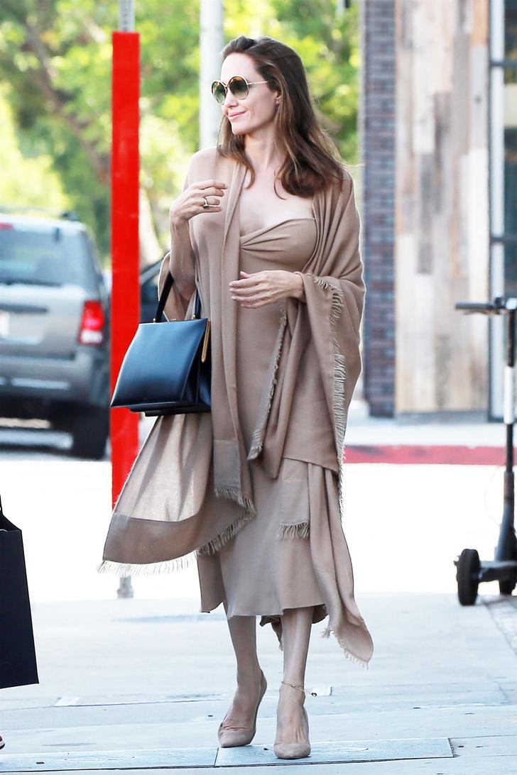 Анджелина Джоли в Лос-Анджелесе (фото 1)