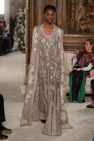 Показ Valentino коллекции сезона Весна-лето 2018 года haute couture - www.elle.ru - Подиум - фото 675981