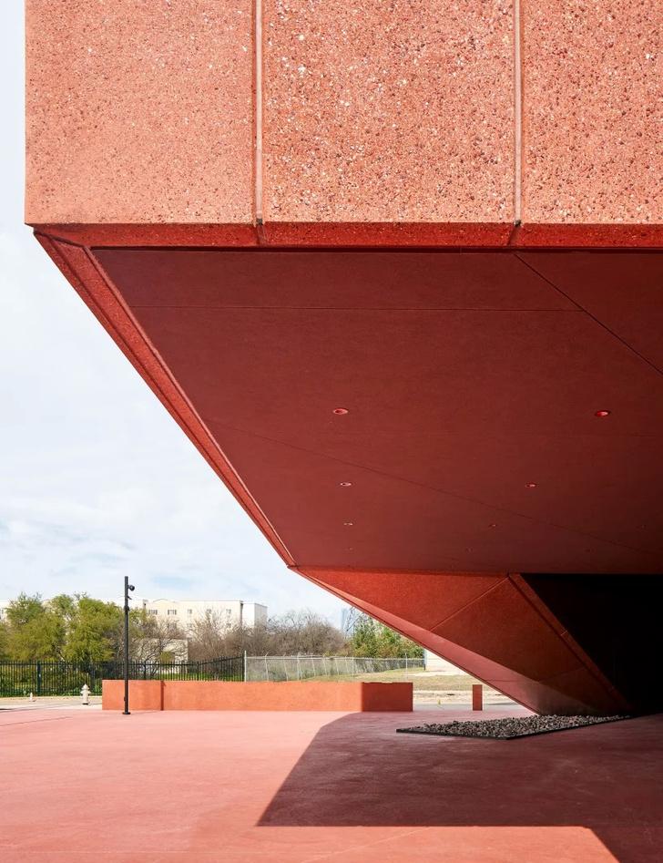 Рубиновый город: арт-центр по дизайну Дэвида Аджайе в Техасе (фото 8)