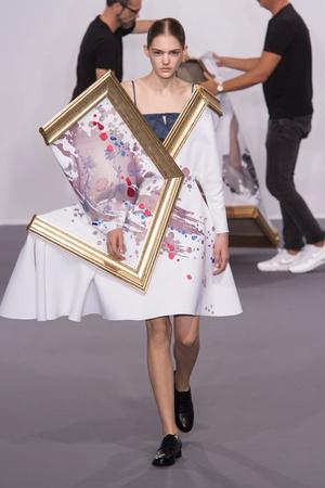 Показ Viktor & Rolf коллекции сезона Осень-зима 2015-2016 года Haute couture - www.elle.ru - Подиум - фото 597328