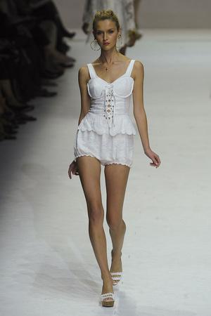 Показы мод Dolce & Gabbana Весна-лето 2011 | Подиум на ELLE - Подиум - фото 2553