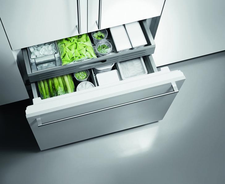 Полностью выдвижная холодильно-морозильная комбинация Vario RB 472 с выдвижной морозильной камерой.