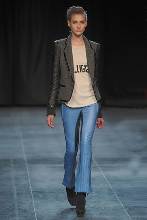 Показы мод Barbara Bui Осень-зима 2010-2011 | Подиум на ELLE - Подиум - фото 2729