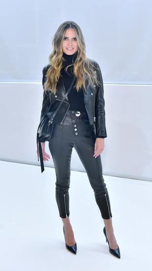 Rockstar: 44-летняя Хайди Клум в кожаном тотал-луке (фото 1.1)