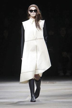 Показы мод Yohji Yamamoto Осень-зима 2010-2011 | Подиум на ELLE - Подиум - фото 2721