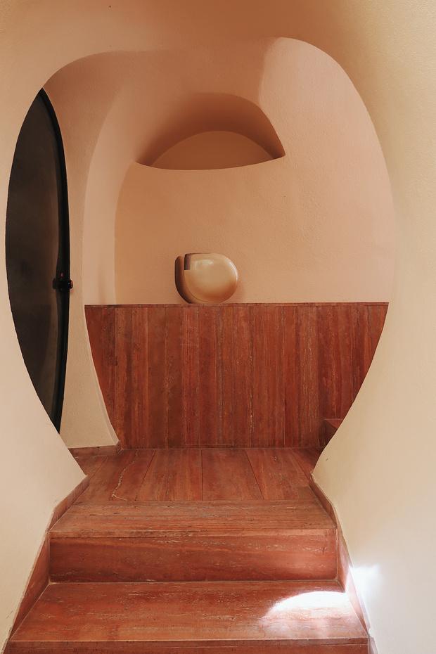 Дом-пузырь Пьера Кардена (фото 6)