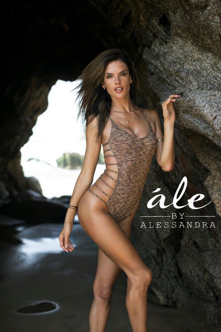 Алессандра Амбросио в купальнике: фото