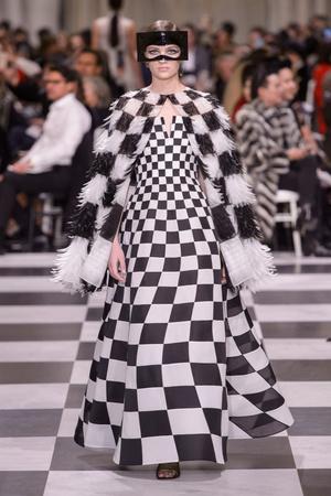 Показ Dior Haute Couture коллекции сезона Весна-лето 2018 года haute couture - www.elle.ru - Подиум - фото 673311