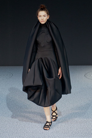 Показ Viktor & Rolf коллекции сезона Осень-зима 2013-2014 года Haute couture - www.elle.ru - Подиум - фото 556551