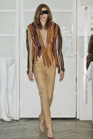 Показ Maison Martin Margiela коллекции сезона Осень-зима 2010-2011 года Haute couture - www.elle.ru - Подиум - фото 167120