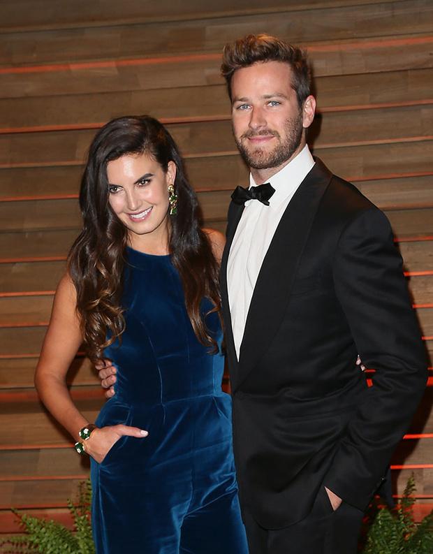 Арми Хаммер с супругой фото