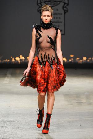Показ On Aura Tout Vu коллекции сезона Весна-лето 2012 года Haute couture - www.elle.ru - Подиум - фото 332391