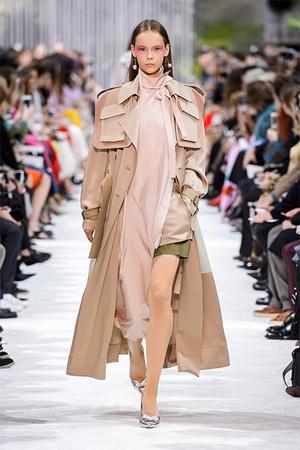 Тренд сезона: модные версии классического тренча (фото 10)