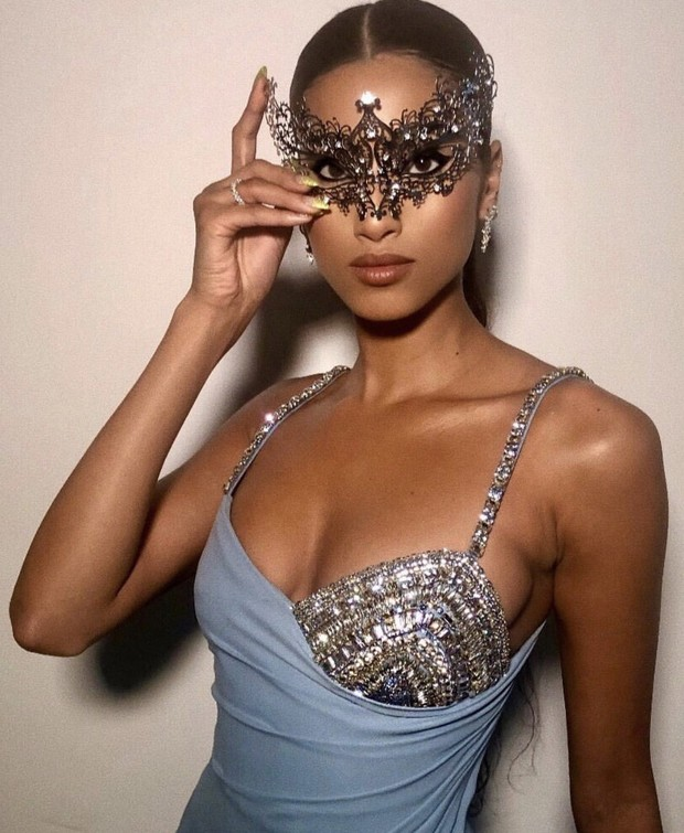 Бриллианты, кружево и супермодели на балу-маскараде в Нью-Йорке (фото 2)