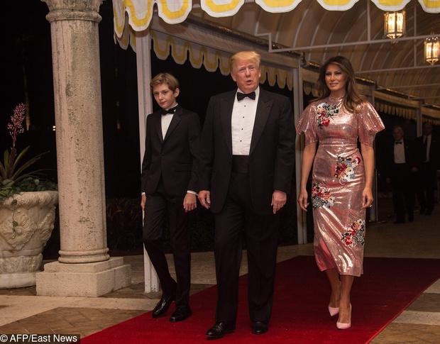 Новогодний образ Мелании Трамп (фото 1)