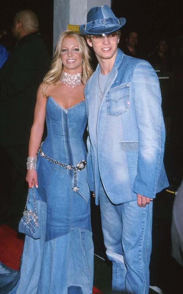 Бритни Спирс и Джастин Тимберлейк в дениме на церемонии American Music Awards в 2001 году