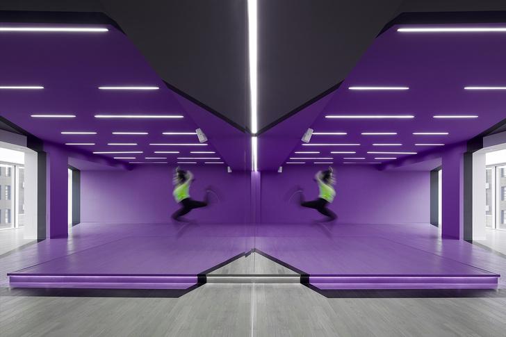 Разноцветный спортклуб в Екатеринбурге по проекту VOX Architects (фото 3)