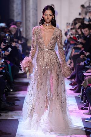 Показ Elie Saab коллекции сезона Весна-лето 2018 года haute couture - www.elle.ru - Подиум - фото 675291