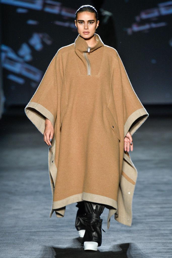Тело как искусство: лучшие выходы curvy-модели Джилл Кортлев на Неделях моды (фото 8)