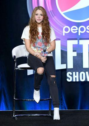 Шакира и Дженнифер Лопес на пресс-конференции Pepsi (фото 2.1)