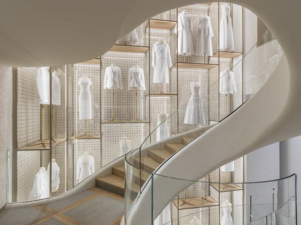 Новый бутик Dior на Елисейских полях (фото 2)