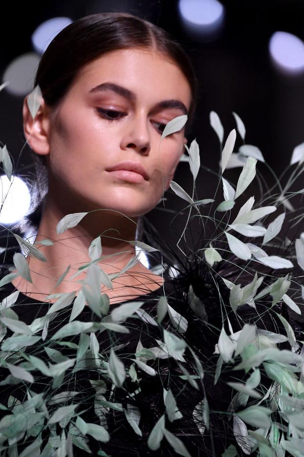 Самый красивый образ Недели моды: Кайя Гербер на показе Givenchy (фото 1)