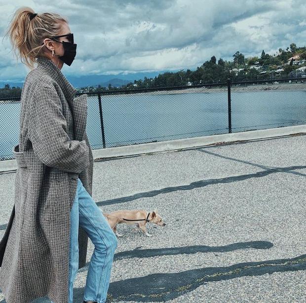 На прогулку только в маске: показательный пример Стеллы Максвелл (фото 1)