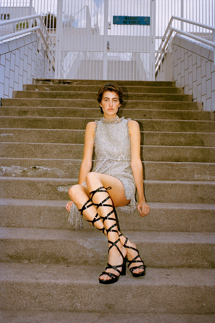 Тренд: маленькое нечерное платье — новые правила Великой Мадемуазель фото [2]