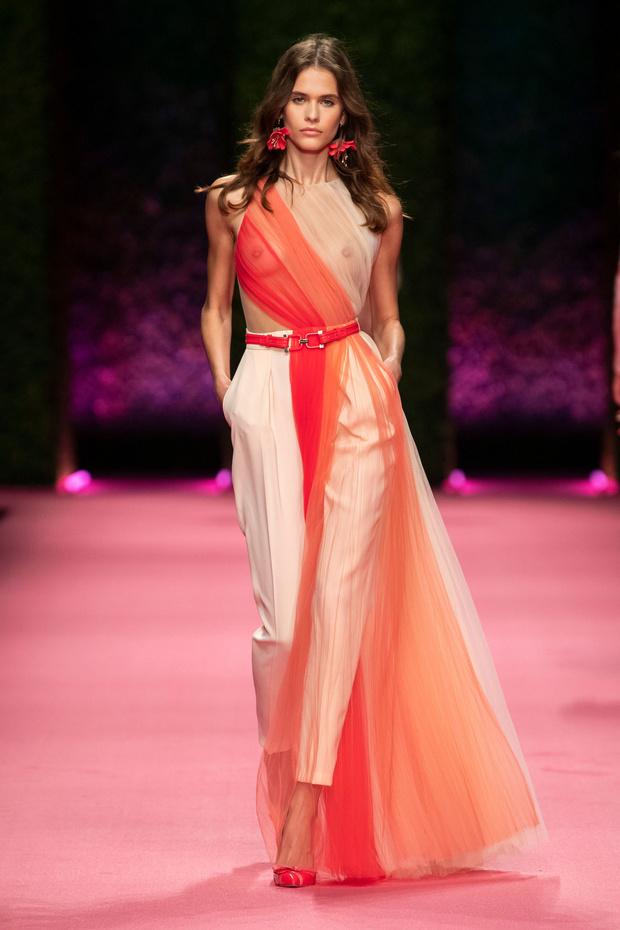 Внутренний блеск: прозрачные платья на шоу Elisabetta Franchi (фото 1)