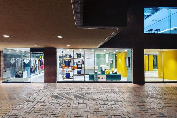 Яркий бутик одежды Plan C в Токио (фото 9)