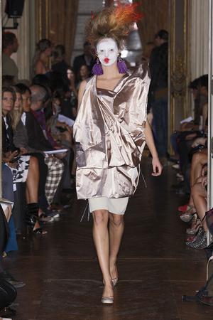 Показы мод Vivienne Westwood Весна-лето 2010 | Подиум на ELLE - Подиум - фото 2927
