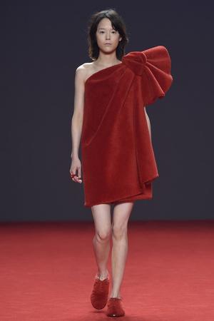 Показ Viktor & Rolf коллекции сезона Осень-зима 2014-2015 года Haute couture - www.elle.ru - Подиум - фото 585184