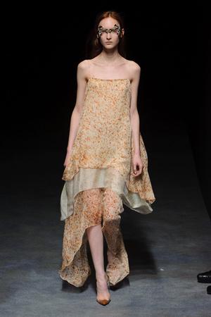 Показ Yiqing Yin коллекции сезона Весна-лето 2014 года haute couture - www.elle.ru - Подиум - фото 575313