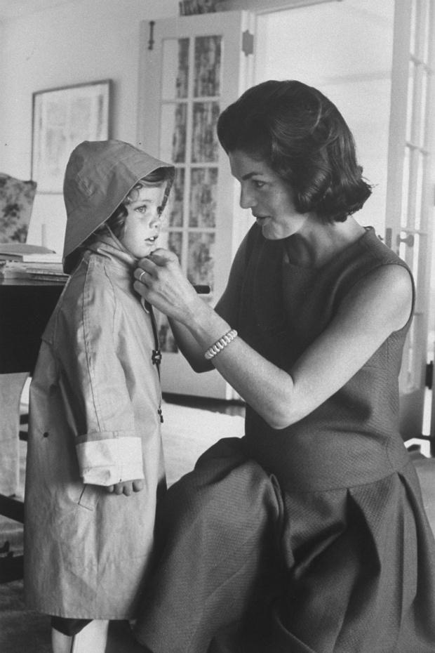 Жаклин Кеннеди с дочерью Кэролайн