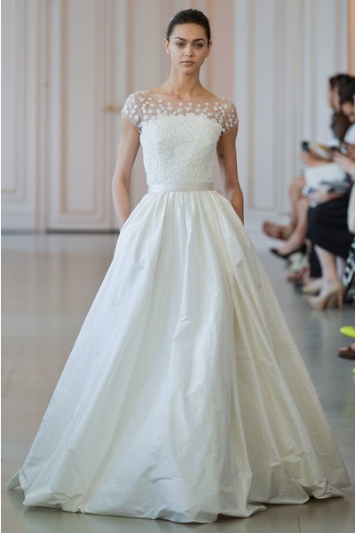 50 самых красивых платьев со Свадебной Недели Моды в Нью-Йорке | галерея [1] фото [44]