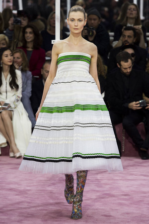 Показ Christian Dior коллекции сезона Весна-лето 2015 года Haute couture - www.elle.ru - Подиум - фото 592830