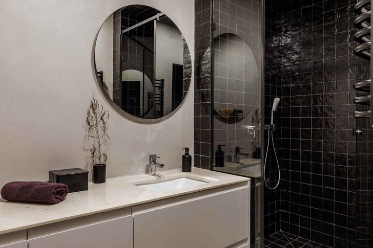 Брутальная квартира в бежевых тонах с черной спальней 72 м² (фото 20)