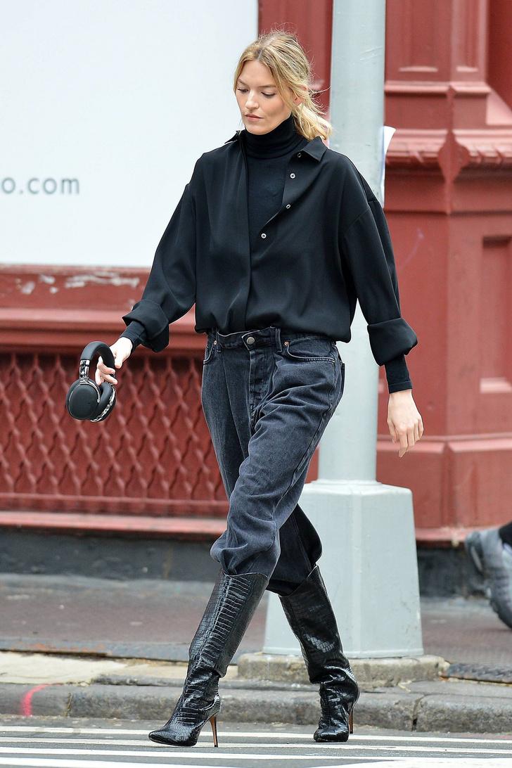 Тепло и стильно: носите водолазку с рубашкой, как это делает Марта Хант (фото 1)