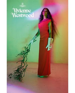 Королева провокации: абсолютно голая Наоми Кэмпбелл в кампании Vivienne Westwood (фото 2.2)
