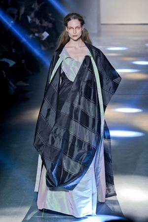 Показ Vivienne Westwood коллекции сезона Осень-зима 2012-2013 года Prêt-à-porter - www.elle.ru - Подиум - фото 379818