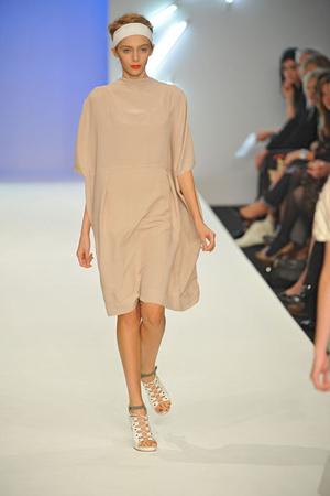 Показы мод Betty Jackson Весна-лето 2009 | Подиум на ELLE - Подиум - фото 3410
