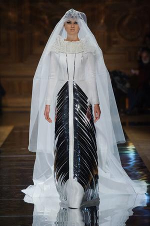 Показ Oscar Carvallo коллекции сезона Весна-лето 2014 года haute couture - www.elle.ru - Подиум - фото 575004