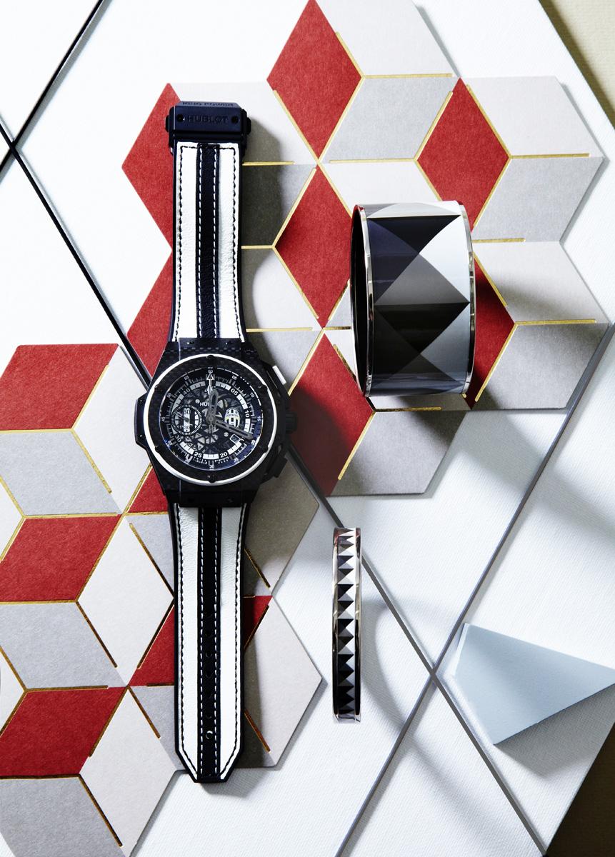 Часы King Power Juventus, Hublot, бутик Hublot; Браслеты Clous en Trompe l'Œil, Hermès, бутики Hermès.