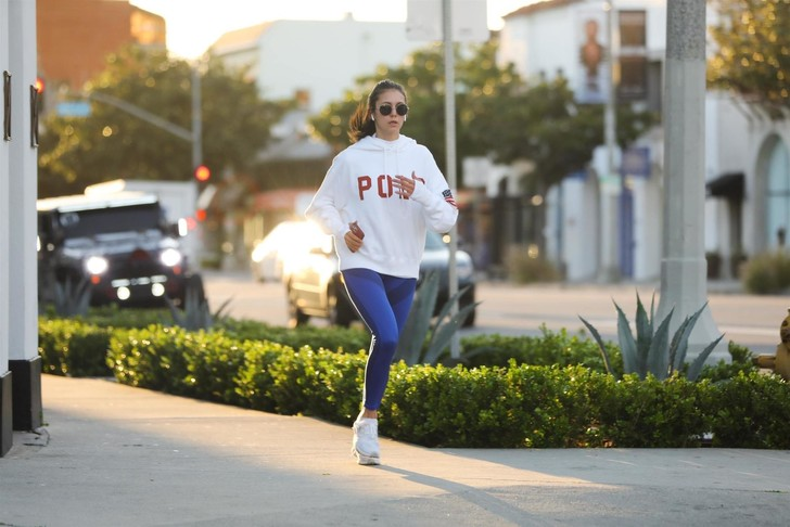 Нина Добрев на пробежке (фото 1)