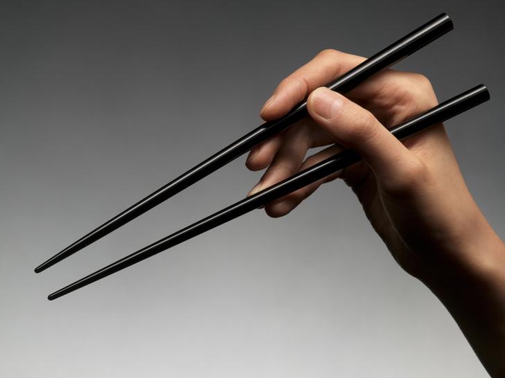 Как правильно пользоваться японскими палочками для еды?